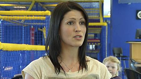 FOTBALLFRUE 2: Helga Bjørgvinsdottir er pilatesinstuktør og har tvillinger med Gylfi Einarsson. (Foto: TV 2/)