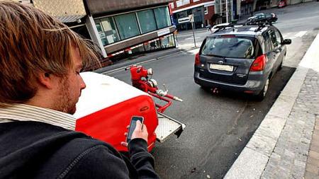 Står det biler foran når du bilen skal trilles i gang? Husk, du kan med tyngde be bileier flytte kjøretøyet. Det står faktisk i veien for brannbilen!  (Foto: Privat)