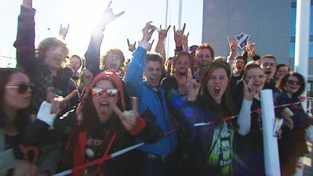FANS: Her er fans som allerede har sikret seg billetter klare for Metallica-konsert på Telenor arena. (Foto: Tor Byggland)