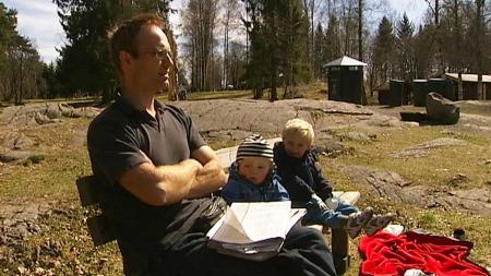 PAPPA I PERM: Kristian Tonby mener det er viktig at en del av foreldrepermisjonen er forbeholdt menn. (Foto: Jon Eirik Olsen/TV 2)