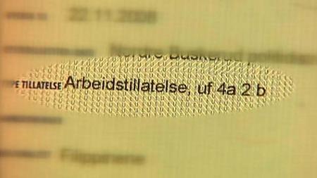 HER STARTET DET: Laila mistolket denne koden som er stemplet i passet hennes. Nå kastes hun ut av landet.