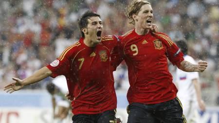PÅ BARCELONAS ØNSKELISTE: Valencias David Villa og Liverpools Fernando Torres. (Foto: Bernat Armangue/AP)