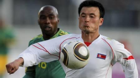 SWEEPER: Ri Jun-il. (Foto: JOHANNES EISELE/Reuters)