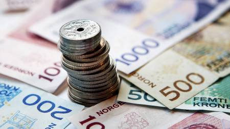 SATSER PÅ KRONER: Flere utlendinger plasserer sine penger i norske banker. Dette kan være tegn på en bankkrise, mener sjeføkonom Knut Anton Mork. (Foto: Kallestad, Gorm/SCANPIX)