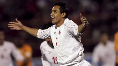 TOMÅLSSCORER: Alexis Sanchez scoret to mål da Chile slo Zambia. (Foto: IVAN ALVARADO/Reuters)