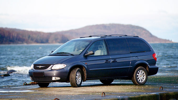 Chrysler-Voyager-side