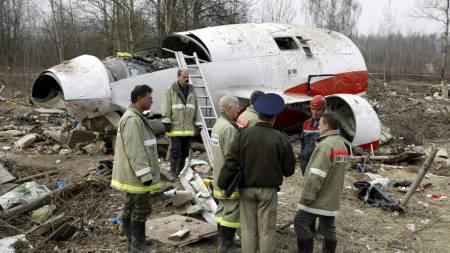 MAKTELITE OMKOM: Vraket av det polske regjeringsflyet som styrtet i Smolensk i april. (Foto: Mikhail Metzel/Ap)
