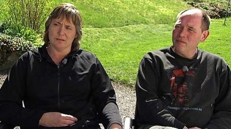 MENER SØNNEN ER BLITT EN KASTEBALL: Andreas' foreldre, Laila og Inge Kai Rogne. (Foto: Sven Are Nydal)
