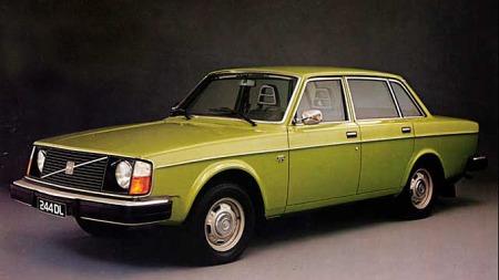 En hel generasjon nordmenn vokste opp i Volvo 240. Mange i utgaver   som denne: en tidlig 244DL. Foto: Volvo