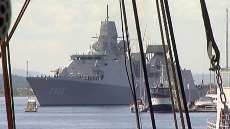 KOM SJØVEIEN: Dronning Beatrix reiste med fregatt den korte veien fra Nesodden.