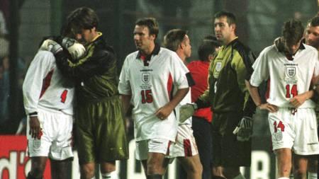 SLÅTT UT: Paul Merson spilte for England i VM 1998. Her etter å ha blitt slått ut i åttendedelsfinalen mot Argentina. (Foto: SEAN DEMPSEY/AP)