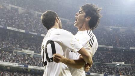 Gonzalo Higuain og Kaká (Foto: Paul White/AP)