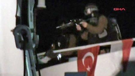 BORDET SKIP: Israelske soldater bordet det tyrkiske nødhjelpsskipet   «Mavi Marmara» og drepte 19 mennesker. (Foto: APTN)
