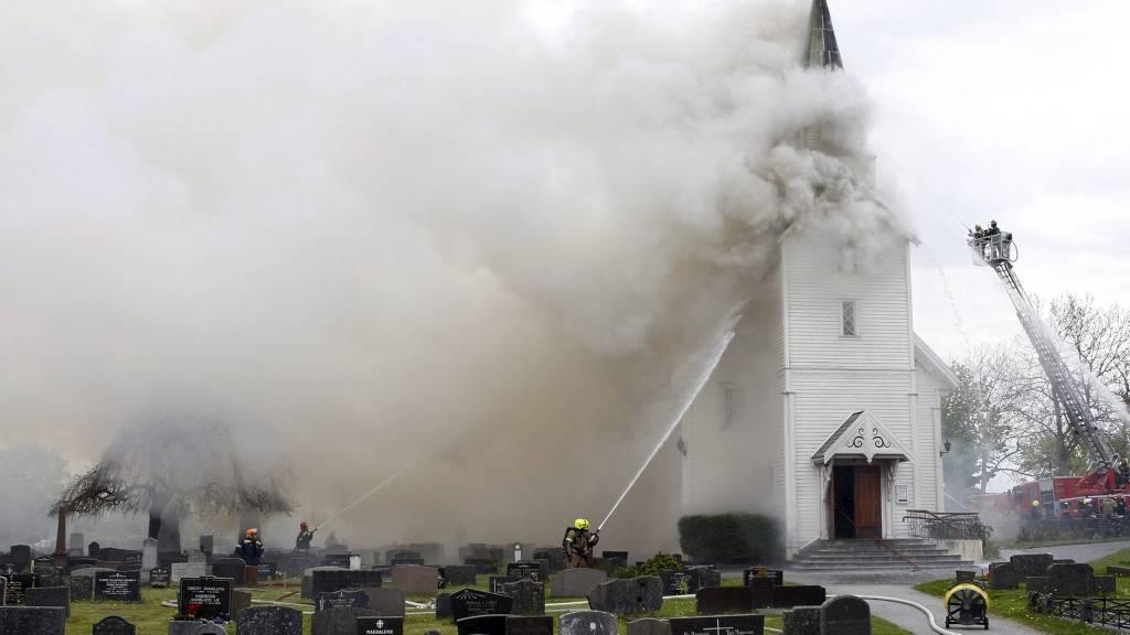 TOTALSKADD: Kopervik kirke på Karmøy i Rogaland ble totalskadd i brann fredag ettermiddag. (Foto: Ness, Jan Kåre/Scanpix)