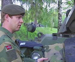 Prosjektleder Rune Nesland-Steinor i Forsvarets logistikkorganisasjon hadde ansvaret for innkjøpet av de skuddsikre vestene.
