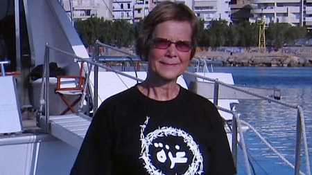 VENTER PÅ LIVSTEGN: SV-politikeren Randi Kjøs fra Hamar skal ha vært med på konvoien da den ble angrepet av isrealerne. Nå venter familien på livstegn fra henne.  (Foto: Privat)