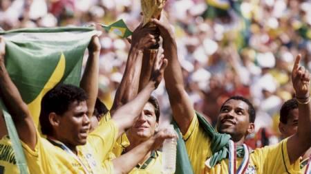 Brasil ble verdensmester for fjerde gang etter å ha spillt 0-0 mot Italia etter ordinær tid og ekstraomganger, men vant på straffespark-konkurransen (Foto: Tomas Oneborg/SCANPIX Sverige/SCANPIX)