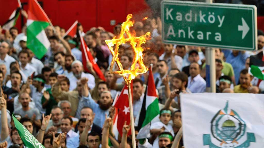 Israel brenner Sitanbul Tyrkia protest (Foto: AP)