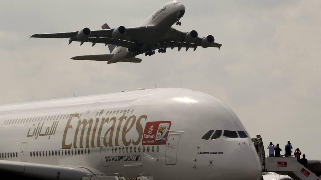 STOR ORDRE: Emirates bestilte tirsdag 32 eksemplarer av verdens største passasjerfly, Airbus A380. (Foto: FABRIZIO BENSCH/Reuters)