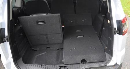 Litt bagasjeplass også med alle setene i bruk. Feller du ned de to bakerste, har du gedigen plass. (Foto: Benny Christensen)