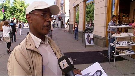 Daniel Gemtessa håper den etiopiske foreningens gruppe i Bergen kan hjelpe den forlatte jenta.  (Foto: Thomas Evensen/TV 2)