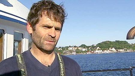 TAR FERIE: Rekefisker Eivind Pettersen tar seg en uke ferie fra fikset på grunn av manetinvasjonen på Sørlandet.  (Foto: Christopher Fornebo/TV 2)
