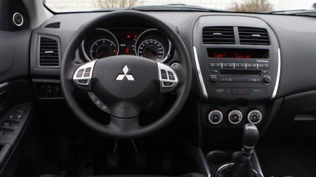 Funksjonelt og praktisk, men Mitsubishi vinner ingen interiør-priser med dette. Hardplast-faktoren er også høy inne i ASX.