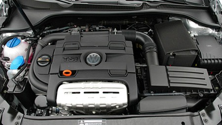 VWs 1,4 TSI-motor finnes i en rekke av VAG-konsernets biler. Her sitter den i en Golf.