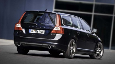 Denne bilen har 325 hestekrefter. Naboens V70 Drive har 109. Kan du ønske mer? Foto: Heicosportiv