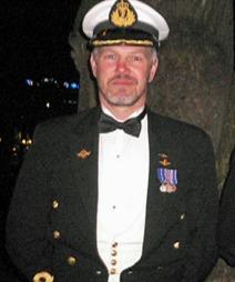 Orlogskaptein Trond André Bolle var første soldat etter andre   verdenskrig som ble innstilt til å få Norges høyeste utmerking, krigskorset   med sverd. Men saksbehandlingen har tatt lang tid i departementet, og   det var ikke avgjort om han skulle ha medaljen, før han nå døde. (Foto:   Privat)