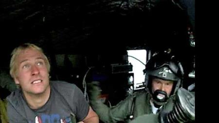 Filip Ainouz i helikopteret (Foto: 330-Skvadronen/HRS)