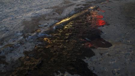 Oljesølet har nått strendene i Alabama. (Foto: JOE RAEDLE/Afp)