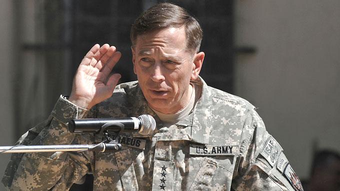 NY SJEF: Søndag overtok general Petraeus formelt ansvaret som øverstkommanderende for USAs og Natos militærstyrker i Afghanistan.  (Foto: SCANPIX)