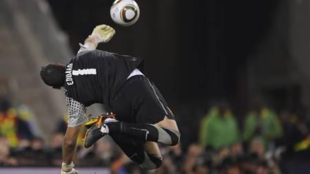 STORSPILTE: Eduardo gjorde ikke skam på stolte portugisiske   keepertradisjoner under VM. (Foto: FABRICE COFFRINI/Afp)