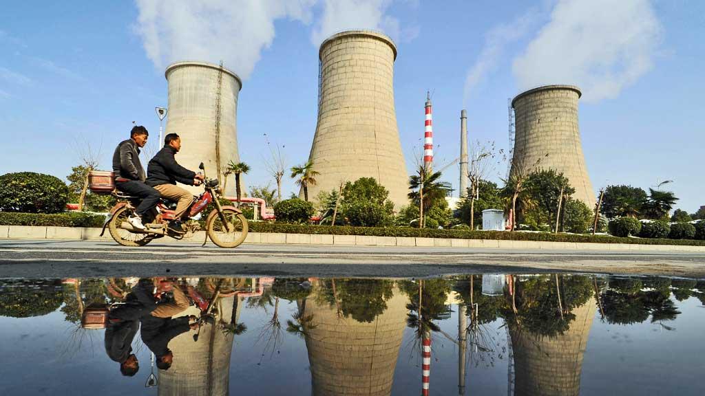 Kraftstasjon klima piper røyk (Foto: Reuters)