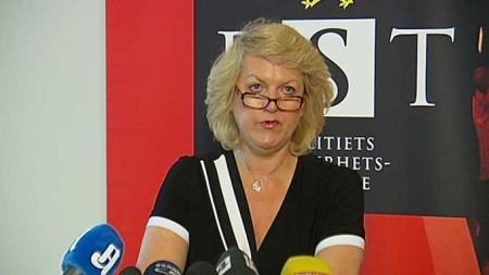 PRESSEKONFERANSE: PST-sjef Janne Kristiansen holdt torsdag formiddag pressekonferanse om pågripelsene av tre terrormistenkte i Norge. (Foto: TV 2)