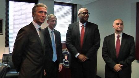 TOPPMØTE: Statsminister Jens Stoltenberg møtte spesialagenter på FBIs hovedkontor i New York.