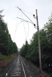 KUTTET KJØRELEDNING: En polakk er pågrepet etter at nærmere 500 meter med kjøreledning ble stjålet på Tinnsjobanen.  (Foto: Politiet)