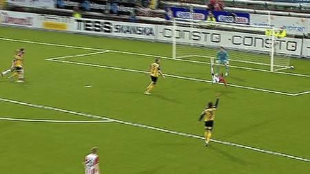 Mo med fantastisk brassespark, men spissen ble avvinket for   offside. (Foto: TV 2/)