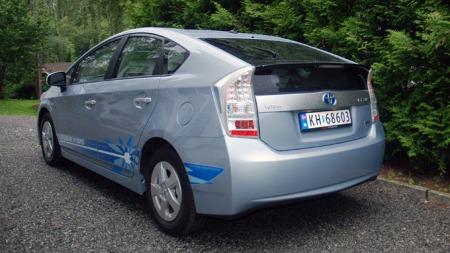 Toyota Prius plug-in bakfra. (Foto: Benny Christensen)