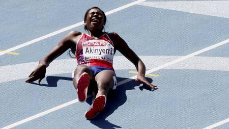 Folake Akinyemi ble skadet under forsøksheatet på 100 m under EM i friidrett i Barcelona 2010. (Foto: Poppe, Cornelius/SCANPIX)