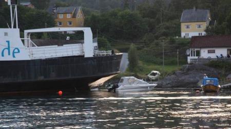 PÅ GRUNN: Ingen ble skadd i uhellet.   (Foto: Bjørn Kjetil Hansen)