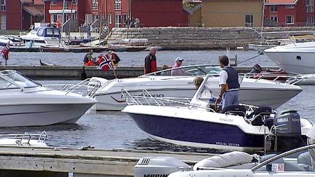 SER PÅ BLIKKET: Tollvesenet ser ofte på folks blikk når de nærmer seg en havn.  (Foto: Øyvind Holst/TV 2)