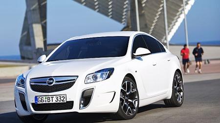 Opel-Insignia-OPC-bakgrunn