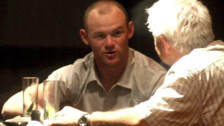 GLAD  EN DRINK: Wayne Rooney har tidligere blitt avbildet på pub. Her på pubbesøk i London tidligere i år. (Foto: TB1/ZOB/wenn.com)