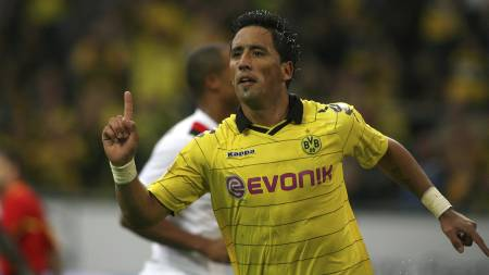 Lucas Barrios scoret for City (Foto: PATRIK STOLLARZ/Afp)