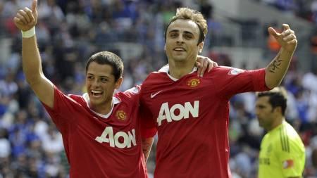 SCORET: Hernandez og Berbatov. (Foto: Tom Hevezi/Ap)