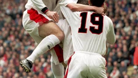 Liverpool-Manchester United 1997, Pallister gratuleres (Foto: OWEN HUMPREYS/AP)
