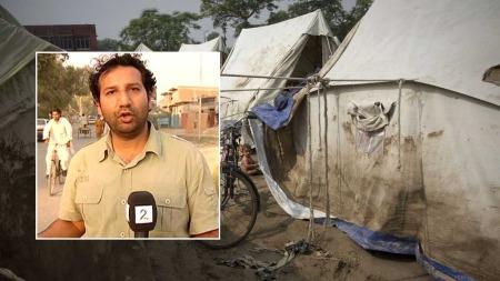 KJEMPER MOT TIDEN: TV 2-reporter Kadafi Zaman har sett de flomrammede områdene fra luften. Hjelpearbeiderne kjemper en iherdig kamp mot klokka. (Foto: Aage Aune/TV 2)