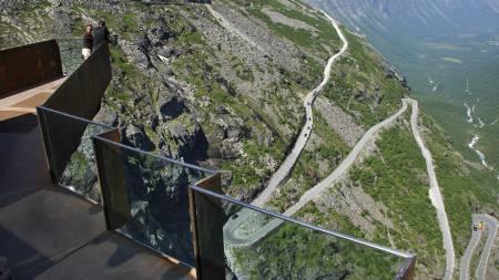 Slik ser Trollstigen ut fra et av utskikspunktene. På Broom-spillet   har du hele veibanen for deg selv - og du kan sitte bak rattet i en Koenigsegg.   (Foto: Roald, Berit/SCANPIX)